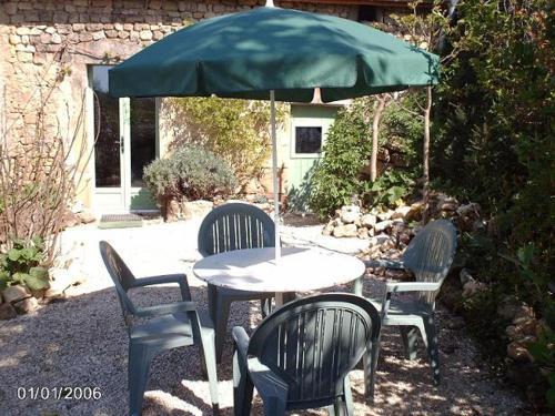 Een patio of ander buitengedeelte van La Maison Chouette