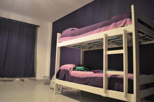 Двухъярусная кровать или двухъярусные кровати в номере D-Gira Hostel Jujuy