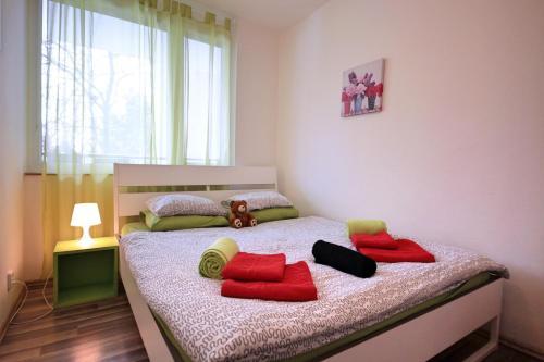 Ein Bett oder Betten in einem Zimmer der Unterkunft Near Castle ☆ free bikes ☆ terrace