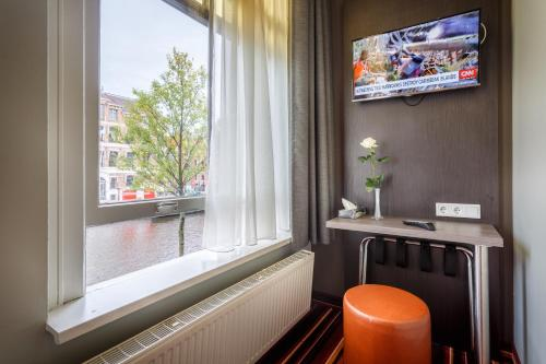 A television and/or entertainment center at Mozart Hotel