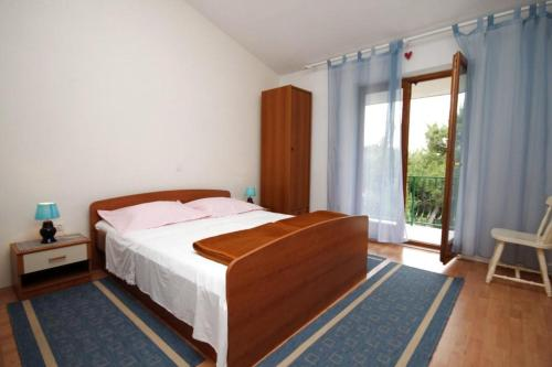 A bed or beds in a room at Apartments by the sea Brela, Makarska - 2713
