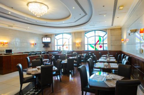 A restaurant or other place to eat at York International Hotel