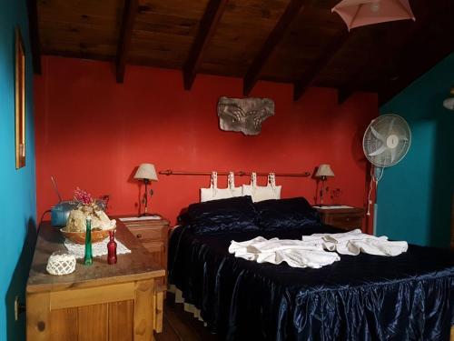 Una cama o camas en una habitación de Cabañas Alma