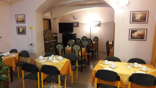 A restaurant or other place to eat at Hotel Veli Jože