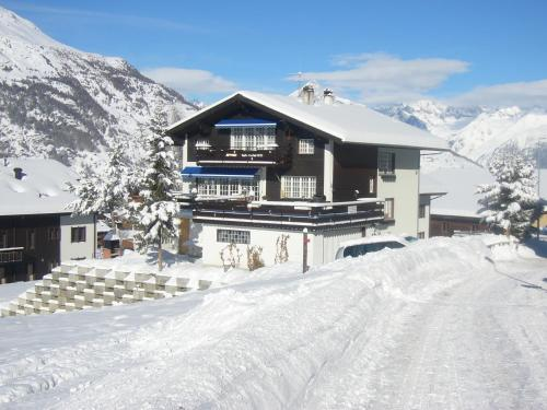 Haus Edelweiss im Winter