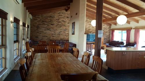 A restaurant or other place to eat at Beulah by the Lake