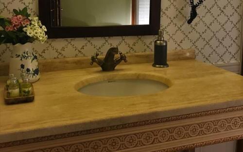 A bathroom at Agva Robin's Nest