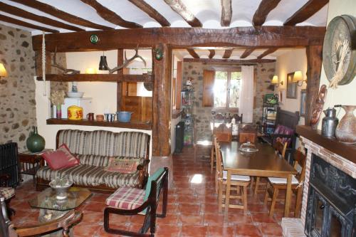 El salón o zona de bar de Casa Rural Uyarra