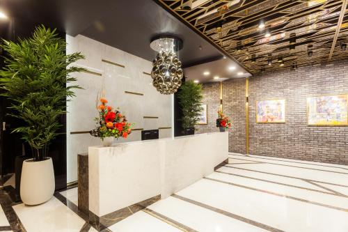 The lobby or reception area at Hotel Platinia