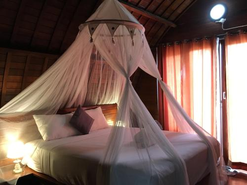 A bed or beds in a room at Bamboo Bungalows