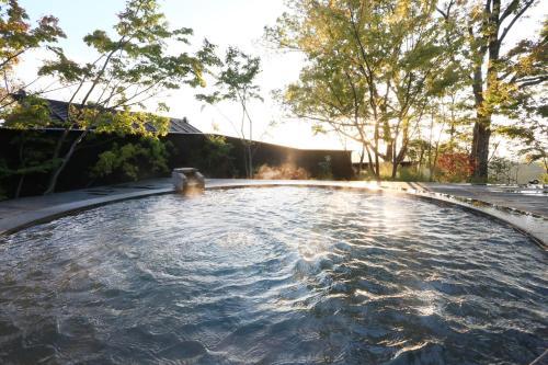 The swimming pool at or near Kurokawa Onsen Gosyo Gekkoujyu
