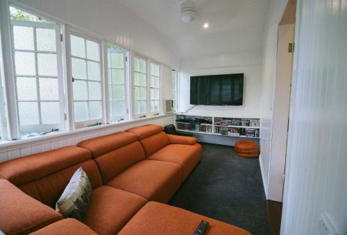 A seating area at 3 Bedroom / 2 Bath Queenslander - Aeroglen