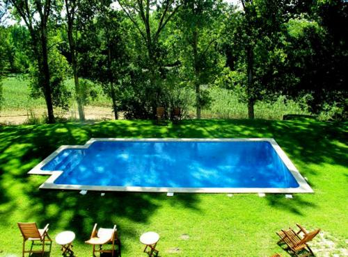 A view of the pool at Quinta do Sanguinhal or nearby