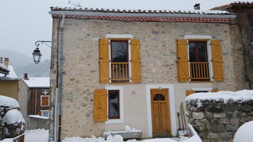 Maison à la Montagne during the winter