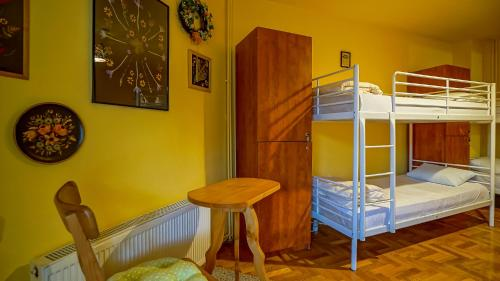 A bunk bed or bunk beds in a room at Kismet Dao Hostel