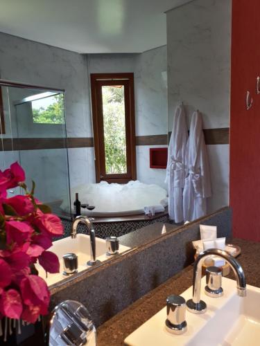 A bathroom at Pousada Déllis