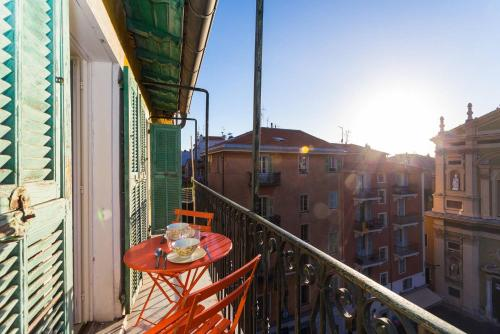 A balcony or terrace at ROSS 5- F2, LUMINEUX, BALCON, LOFT, CLIM, Vieux-Nice