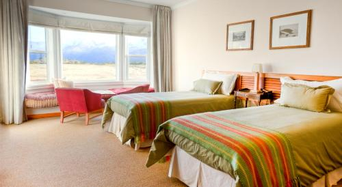 A bed or beds in a room at Estancia Cristina Lodge - El Calafate