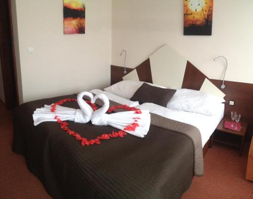 A bed or beds in a room at Holiday Park Orava - Hotel Orava