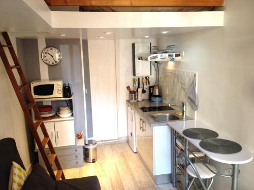 A kitchen or kitchenette at Studio Roman