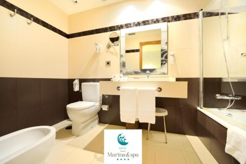A bathroom at Hotel Norat Marina & Spa 4* Superior