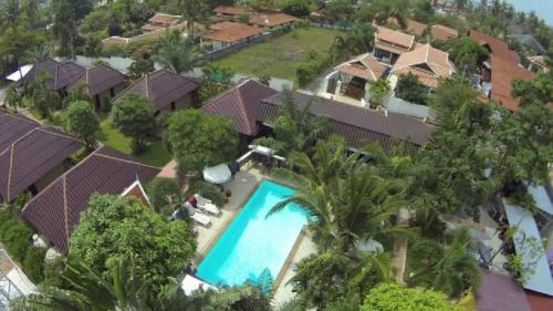 Blick auf Bee Nat Garden Resort aus der Vogelperspektive