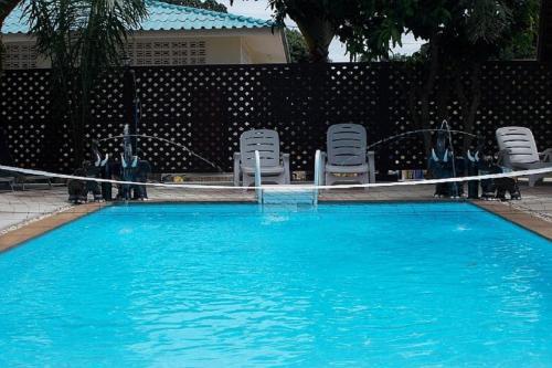 Der Swimmingpool an oder in der Nähe von Bee Nat Garden Resort