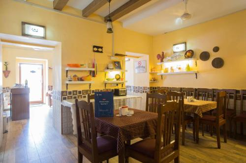 A restaurant or other place to eat at The Caravela Homestay