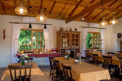 Um restaurante ou outro lugar para comer em Pousada Paiol