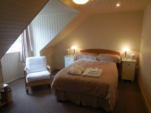 A bed or beds in a room at Pincerna Rooms