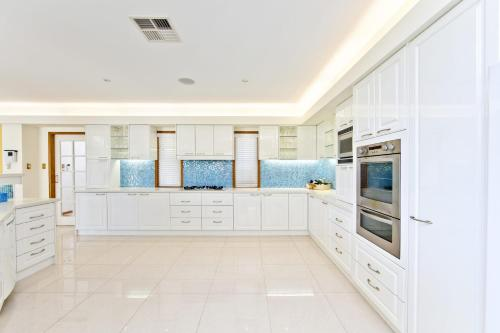 A kitchen or kitchenette at One Mile Mansion - Private Coastal Retreat