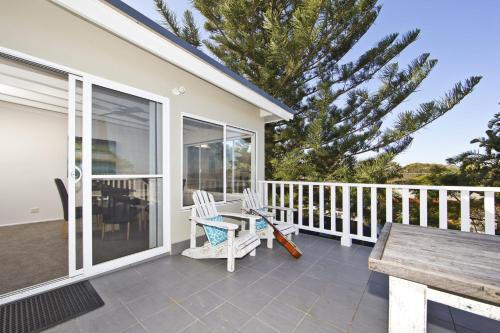 A balcony or terrace at Shells on the Shore Holiday Accomm - Possums