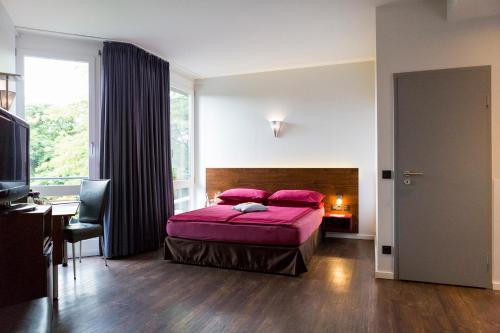 A bed or beds in a room at Auszeit Hotel Düsseldorf - das Frühstückshotel - Partner of SORAT Hotels