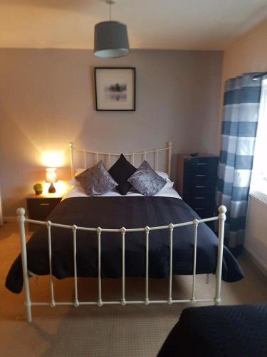 A bed or beds in a room at The Lamb and Flag Inn
