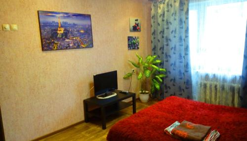 A television and/or entertainment center at Apartment in Volgogradskaya