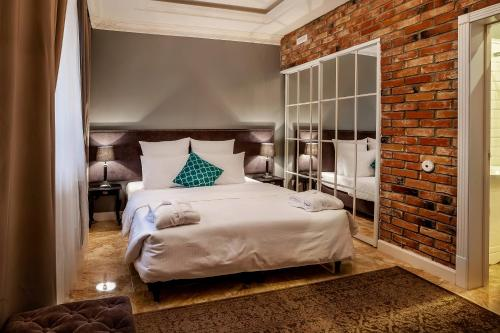 Кровать или кровати в номере Резиденция Булгакова