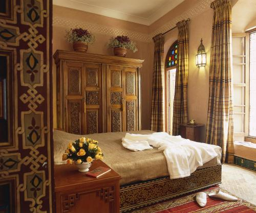 A bed or beds in a room at Riad Al Moussika