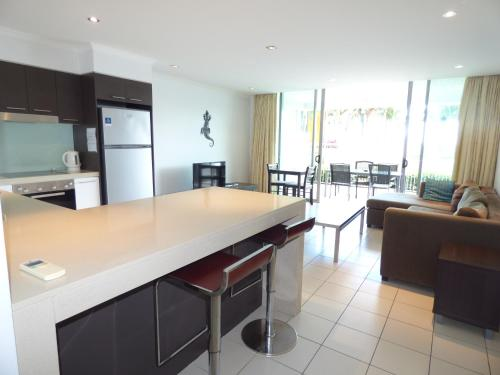 A kitchen or kitchenette at Marina View Apartment