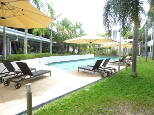 The swimming pool at or near Marina View Apartment