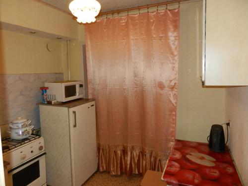 Кухня или мини-кухня в 1-комн. квартира в Рыбинске на часы/сутки/недели
