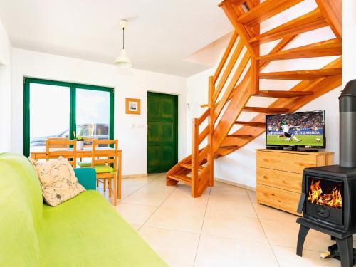 Część wypoczynkowa w obiekcie Holiday Home with Terrace and Fireplace - PL 034.004