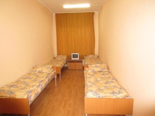 Кровать или кровати в номере Hotel Raduga