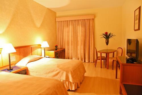 Cama ou camas em um quarto em San Raphael Country Hotel