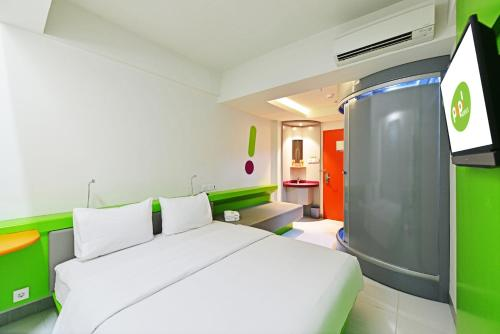 A bed or beds in a room at POP! Hotel Teuku Umar