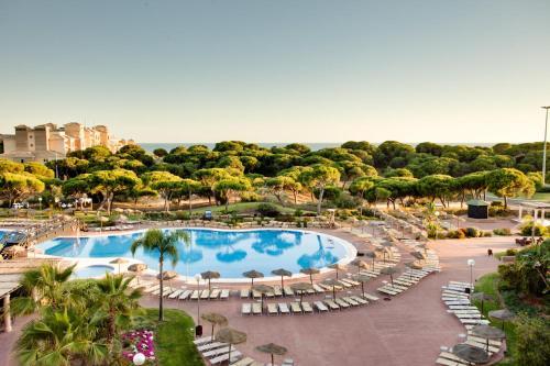 Vista de la piscina de Barceló Punta Umbría Beach Resort o alrededores