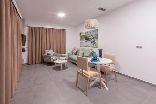 A seating area at Silvi Villas by TAM Resorts