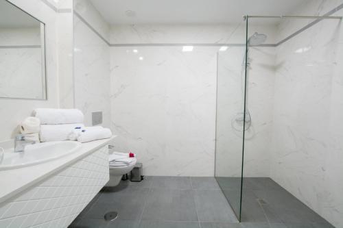 A bathroom at Silvi Villas by TAM Resorts