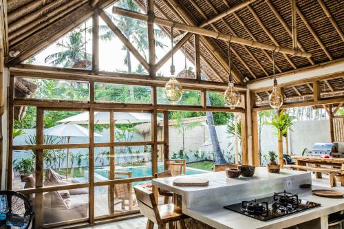 A restaurant or other place to eat at La Villa Bambu