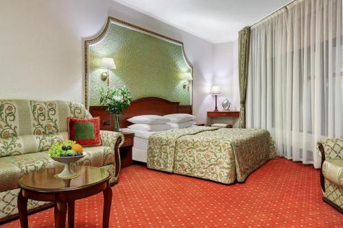 Кровать или кровати в номере Ассамблея Никитская