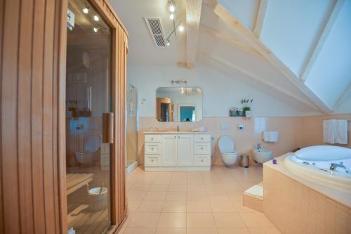 A bathroom at Hotel Draga di Lovrana